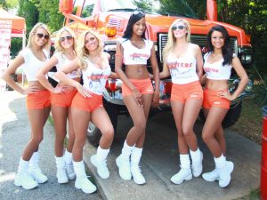 Hooters003